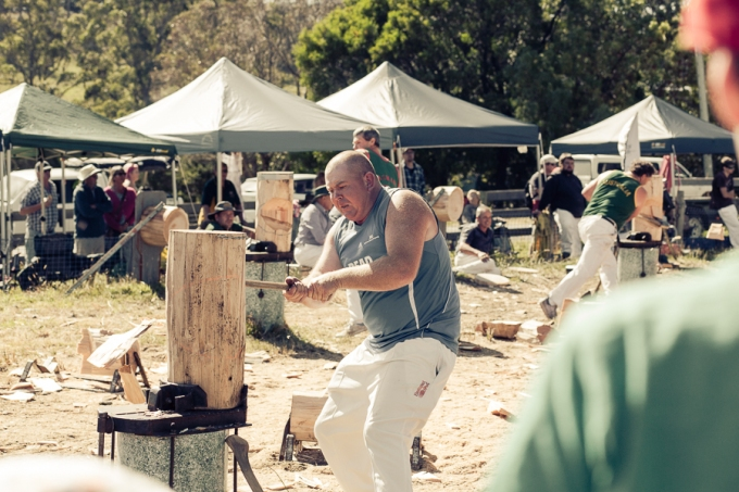 Woodchopping - The standing block.